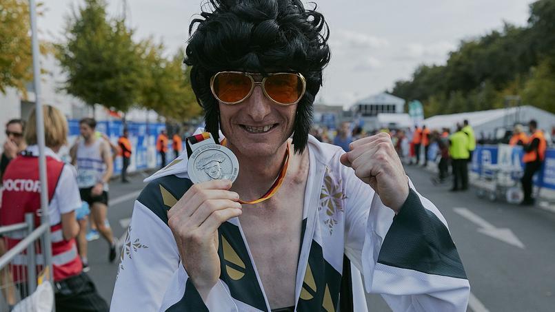 Nikki Johnstone peut fièrement brandir sa médaille.