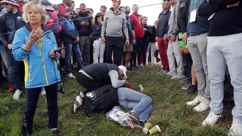Une spectatrice a été touchée au visage par une balle, vendredi lors de la Ryder Cup. Toujours consciente, elle a été évacuée.