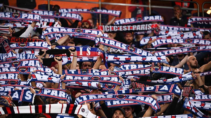 Des ultras du PSG, installés tribune Boulogne en raison de la suspension du virage Auteuil, à l'occasion de la réception de l'Étoile Rouge de Belgrade, mercredi en Ligue des champions.