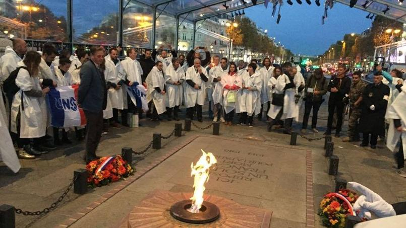 Les jeunes de l'UNSS vont porter la Flamme du Soldat inconnu dans les écoles de France
