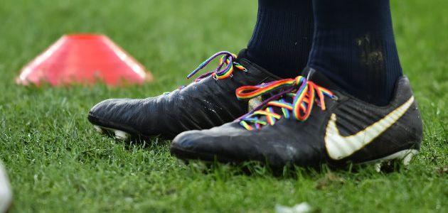 Agression homophobe : deux rugbymen anglais ne porteront pas les lacets arc-en-ciel