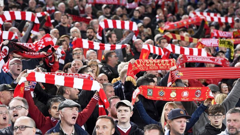 Les supporters de Liverpool ont fait preuve d'humanité en découvrant deux réfugiés cachés dans leur bus.