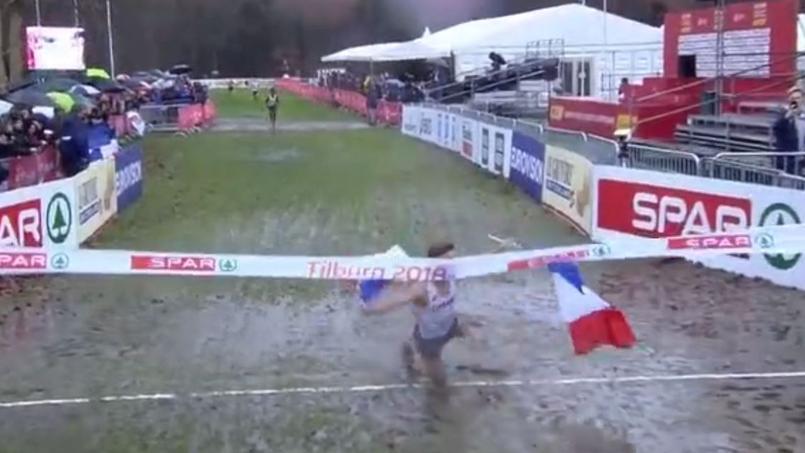 La célébration gag et complètement ratée d'un champion de cross-country