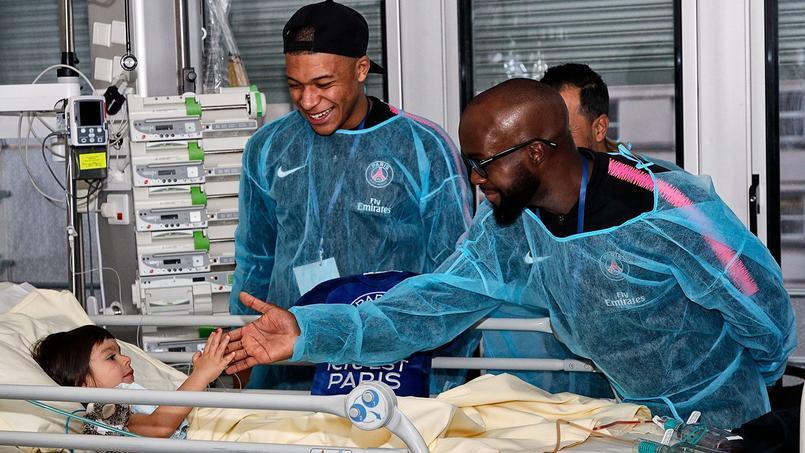 Les joueurs du Paris SG en visite à l'hôpital Necker jeudi