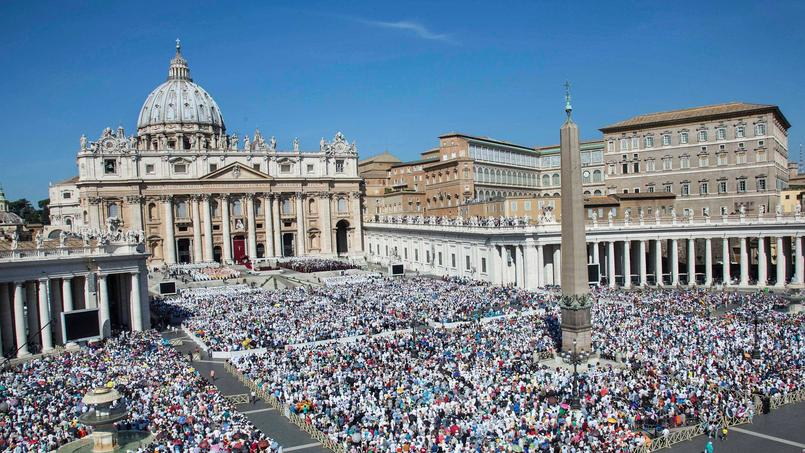 La place Saint-Pierre de Rome au Vatican.