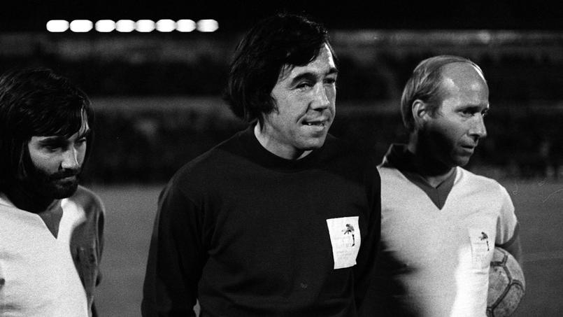 Gordon Banks accompagné de George Best