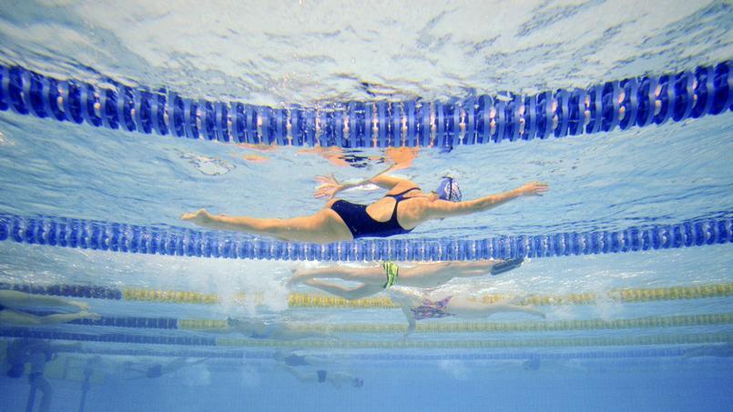 Un tour du monde à la nage pour la bonne cause dans les piscines de France