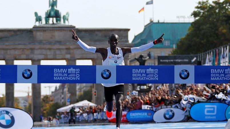 Le Kenyan Eliud Kipchoge a abaissé le record du monde à 2 h 01 min 39 sec en septembre 2018 à Berlin