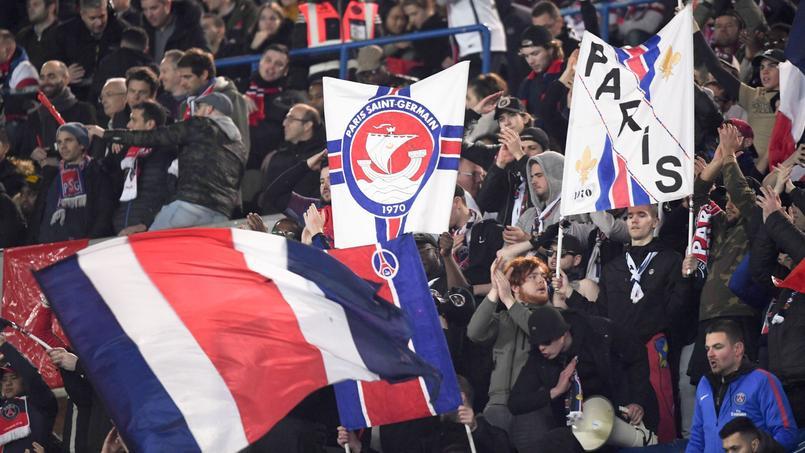 «Achetez-vous des couilles ou dégagez!»: Les supporters du PSG expriment leur colère