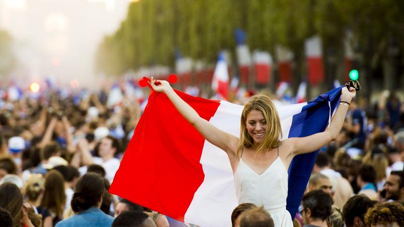 Faire venir les femmes dans les stades en France, un enjeu stratégique