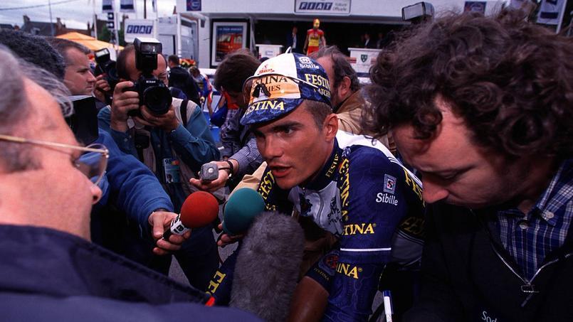 Richard Virenque, leader d'une équipe Festina écarté du Tour de France 1998 après les révélations sur une affaire de dopage.