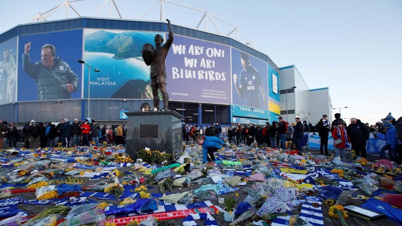 Les supporters de Cardiff se recueillent en mémoire d'Emiliano Sala, l'Argentin qui a trouvé la mort le 21 janvier.