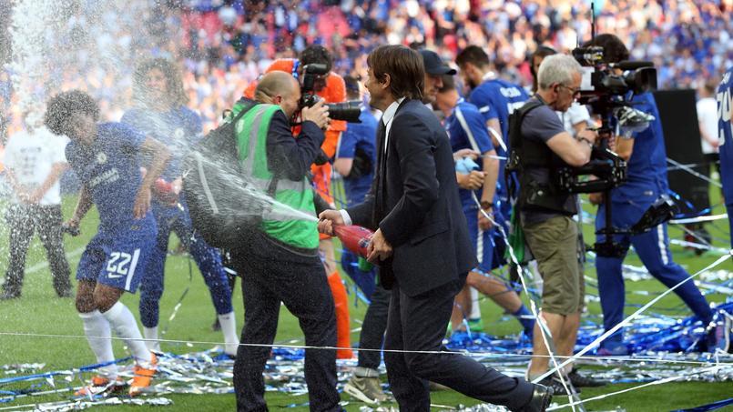 Chelsea a fêté le sacre 2018 de la FA Cup avec du champagne sur la pelouse.