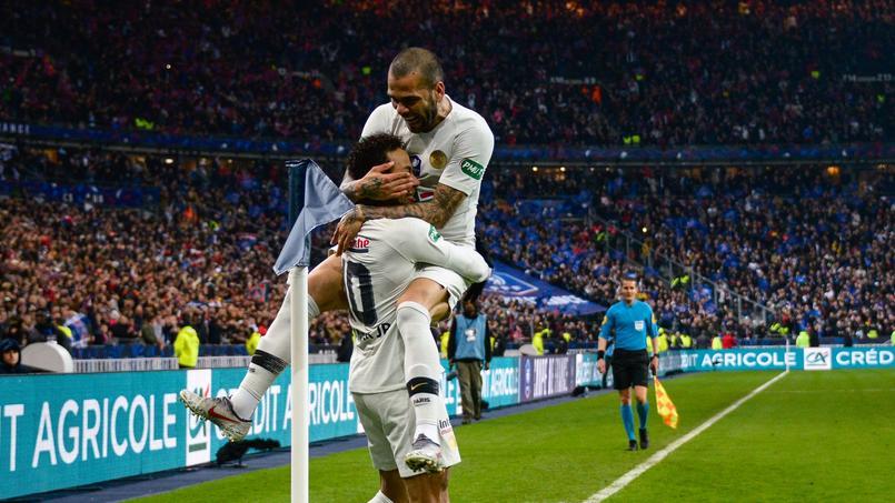 Dani Alves et Neymar lors de la finale de Coupe de France 2019 perdue face à Rennes.