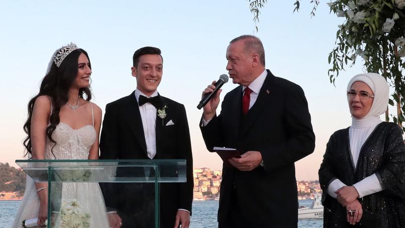 Mezut Özil et sa femme vont financer les opérations chirurgicales de 1000  enfants