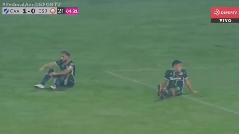 Les joueurs de San Jorge de Tucuman se sont assis en pleine partie