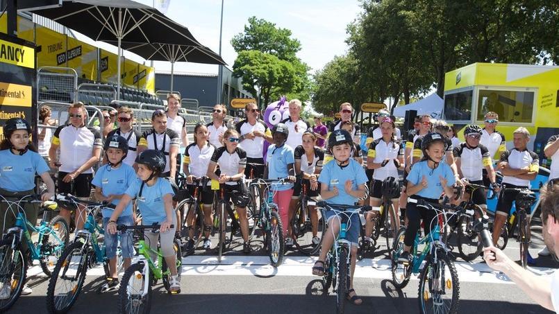 Des vélos sont collectés sur les routes du Tour pour les enfants
