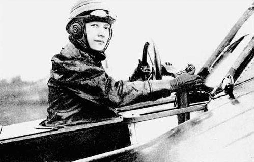 Marie Marvingt, aviatrice reconnue, a marqué le Tour de France de son empreinte, même hors-course.