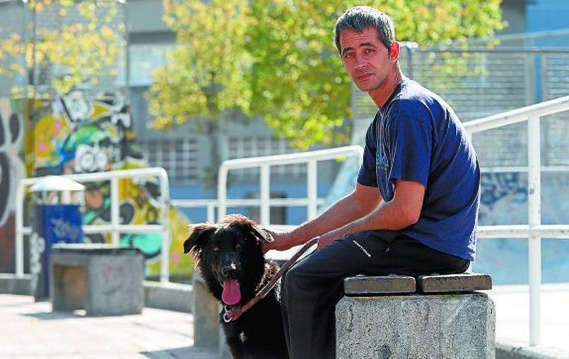 Ruben Vitoriano et son chien Mundo. Photo//Marca.