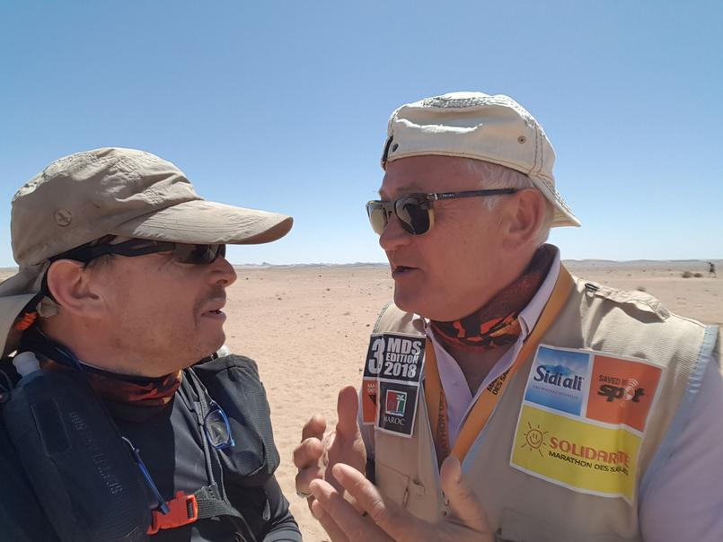 Les derniers conseils de Patrick Bauer, le créateur de la course, à Frédéric Picard pendant la première étape.