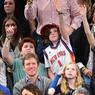 L'actrice Uma Thurman (à gauche) fait partie de la pleiade de stars qui viennent au Madison Square Garden pour soutenir les New York Knicks.