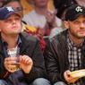 Dans le domaine des célébrités, les Knicks sont concurrencés de très près par les Los Angeles Lakers qui attirent aussi de nombreuses stars du cinéma. Parmi elles, on retrouve Leonardo Di Caprio, ici aux côtés de Tom Hardy.