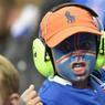 Ce jeune viking tente de donner de la voix au Stade de France mais la sélection islandaise n'a rien pu faire face à la vague bleue.