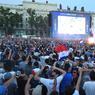 Ambiance de liesse aussi sur la place Bellecour, à Lyon, une des villes hôtes de l'Euro 2016 qui se poursuit pour l'équipe de France.