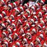 Réglées comme des robots, les pom-pom girls venues de Corée du Nord ont donné de la voix pour soutenir leurs représentants. Les chorégraphies millimétrées et mécaniques ont souvent impressionné mais elles ont aussi provoqué quelques moqueries.