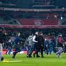 Juste après le coup de sifflet final de la rencontre entre Lille et Montpellier (1-1) des dizaines de supporters ont envahi la pelouse pour protester contre les mauvais résultats de l'équipe, 19e de Ligue 1.