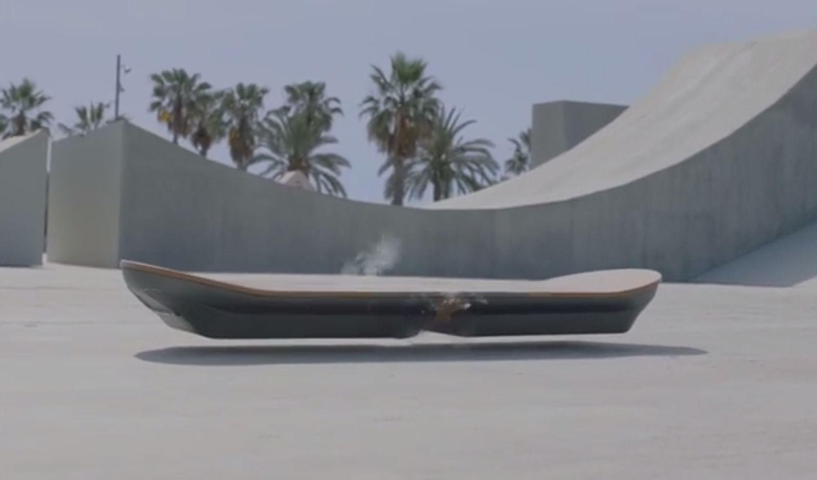 le skate volant de retour vers le futur bient t en magasin. Black Bedroom Furniture Sets. Home Design Ideas