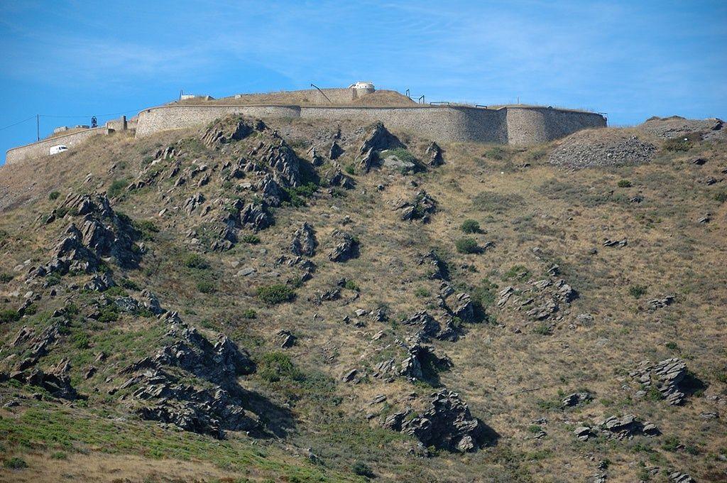 ancien fort militaire a vendre