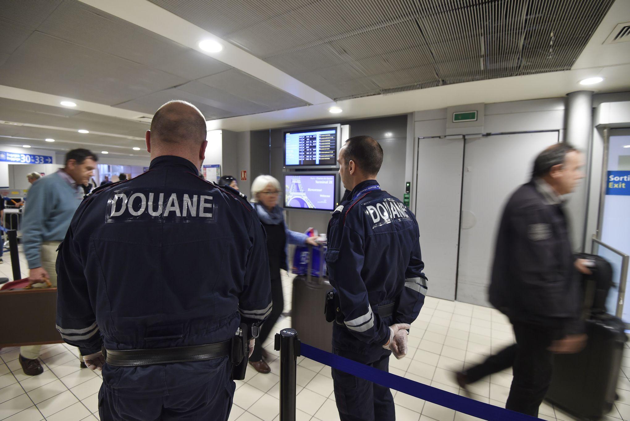 La tour de contrôle et le bureau des douanes du nouvel aérodrom de