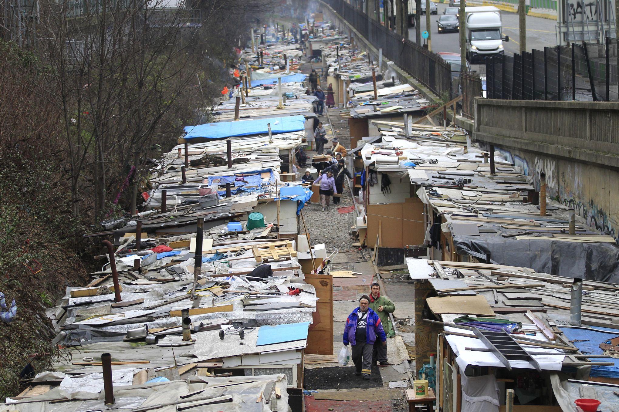 """Résultat de recherche d'images pour """"paris bidonville"""""""
