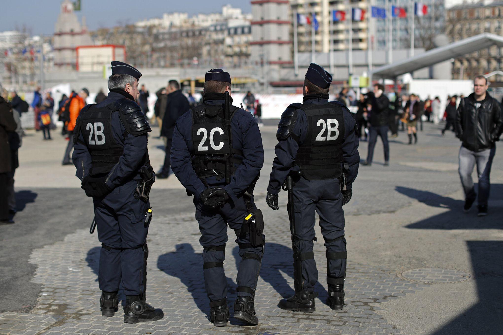 la pr fecture de police de paris met en garde contre les rumeurs d 39 attentats. Black Bedroom Furniture Sets. Home Design Ideas