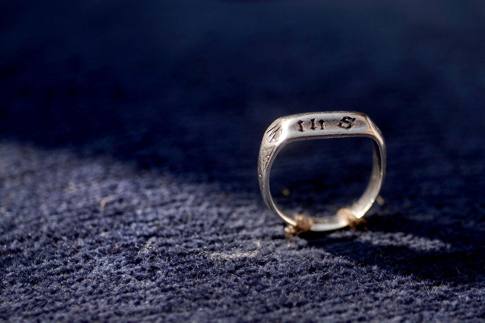 c8d342e5f2 L'anneau de Jeanne d'Arc restera en France