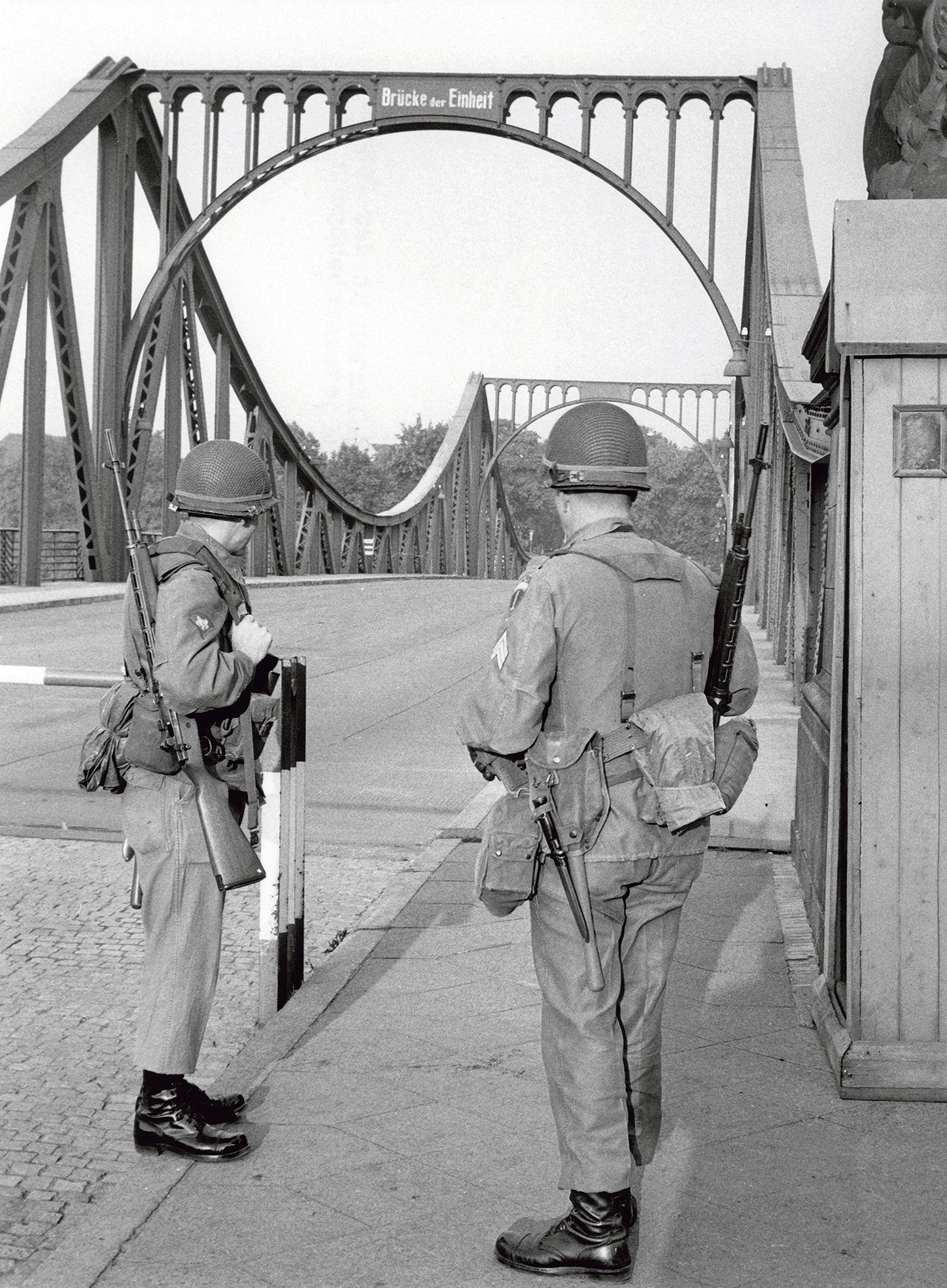 La Legende Du Pont Des Espions