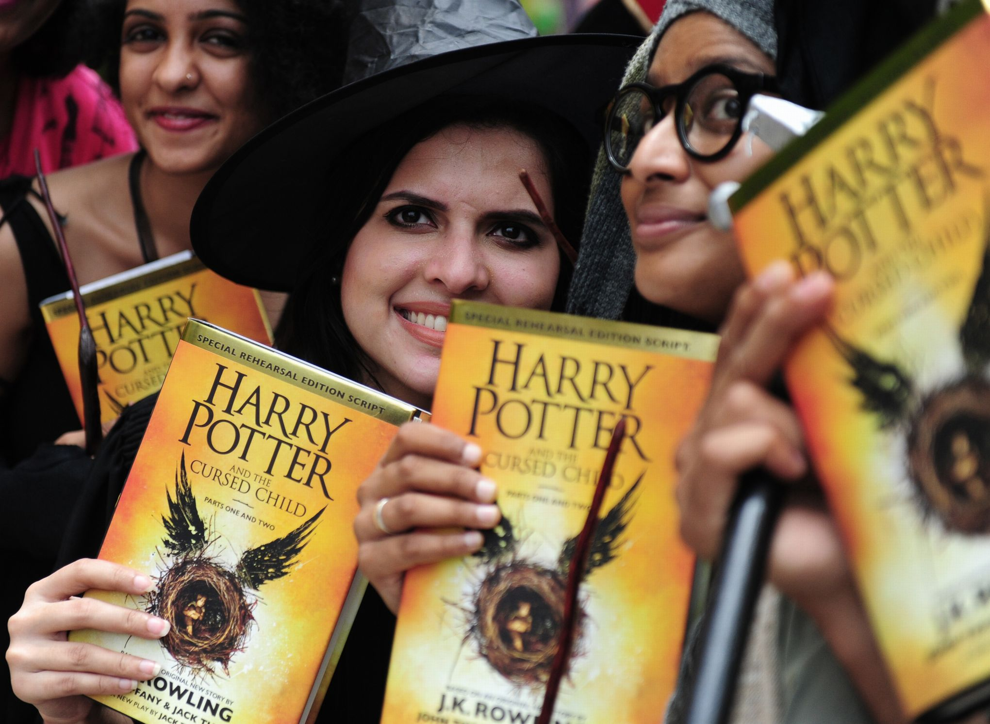 Ruee Mondiale Pour La Sortie De Harry Potter Et L Enfant Maudit