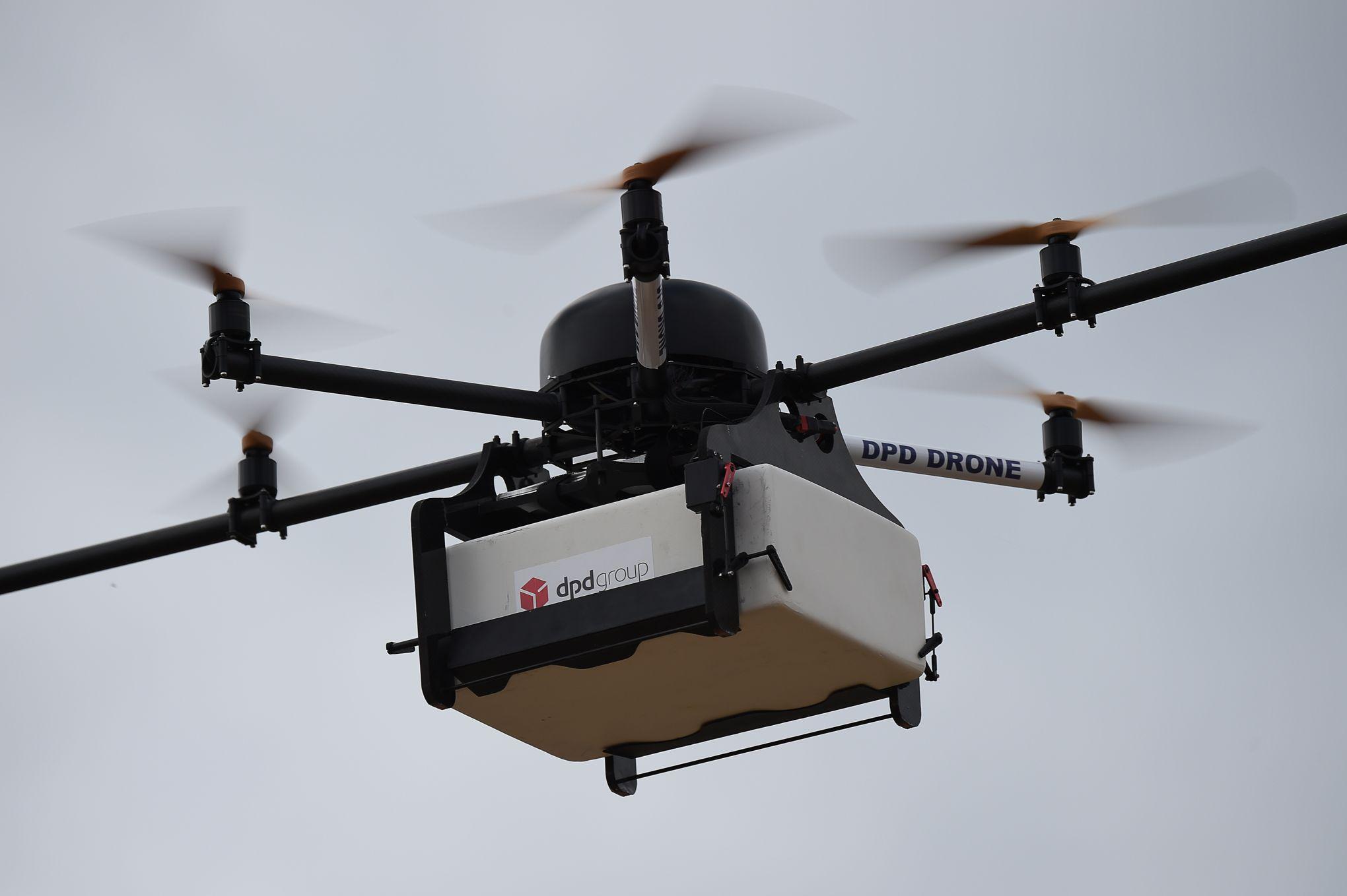 la poste a livr son premier colis par drone. Black Bedroom Furniture Sets. Home Design Ideas