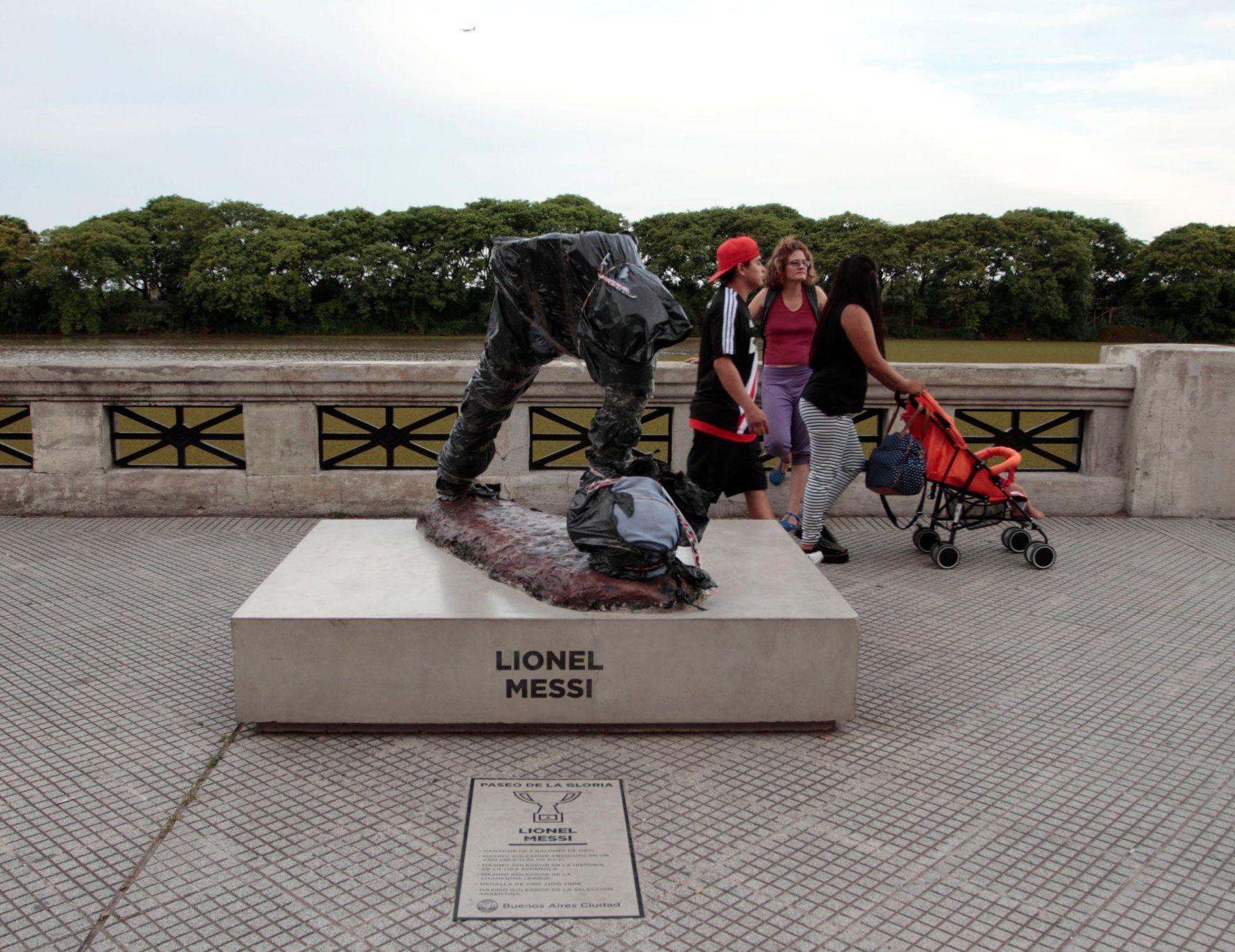 La statue de lionel messi décapitée en argentine