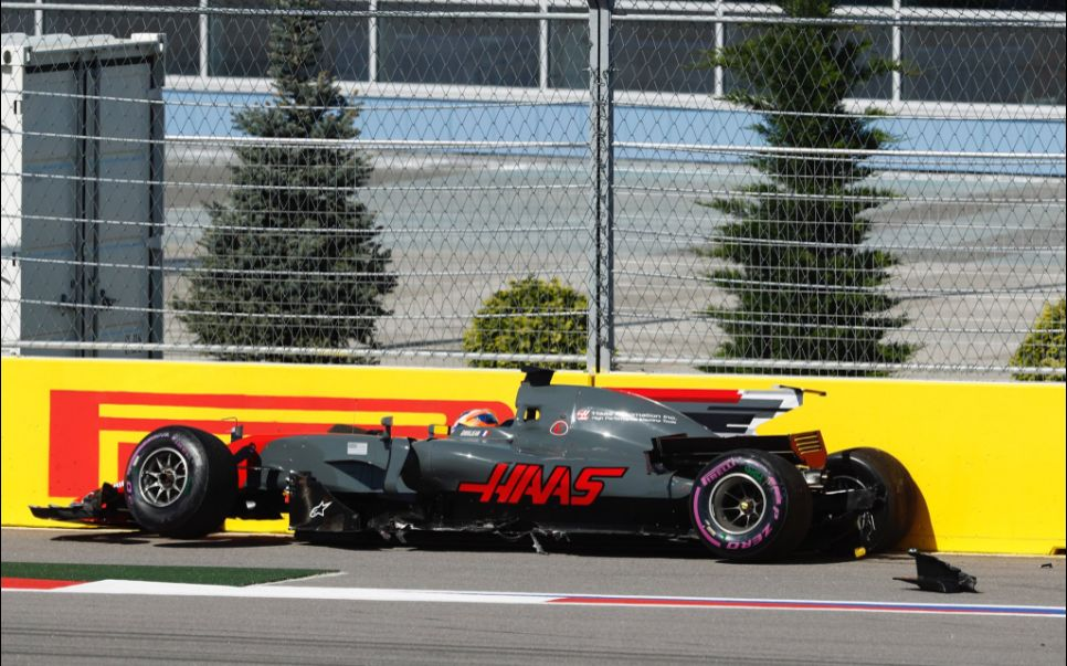 l 39 accident spectaculaire de romain grosjean au grand prix de russie. Black Bedroom Furniture Sets. Home Design Ideas