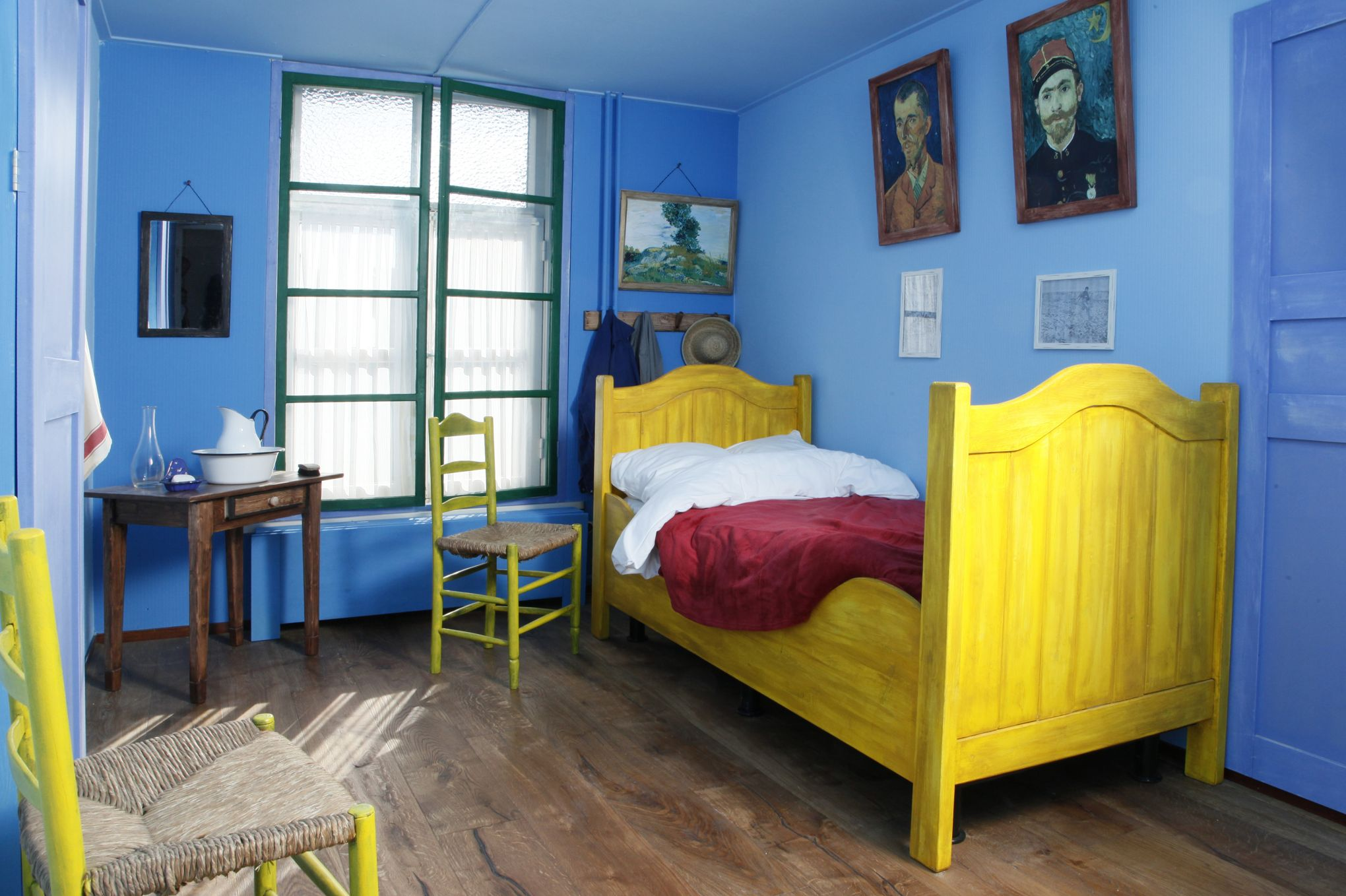 dormir dans un tableau de van gogh. Black Bedroom Furniture Sets. Home Design Ideas