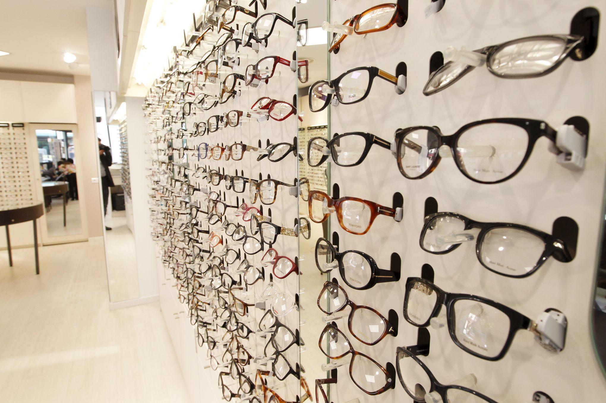 gamme de couleurs exceptionnelle nouveau style et luxe les dernières nouveautés Après Afflelou, Optic 2000 va vendre des lunettes en pharmacies