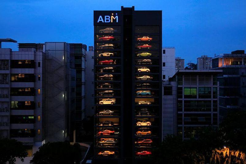 un distributeur automatique de voitures de luxe singapour. Black Bedroom Furniture Sets. Home Design Ideas