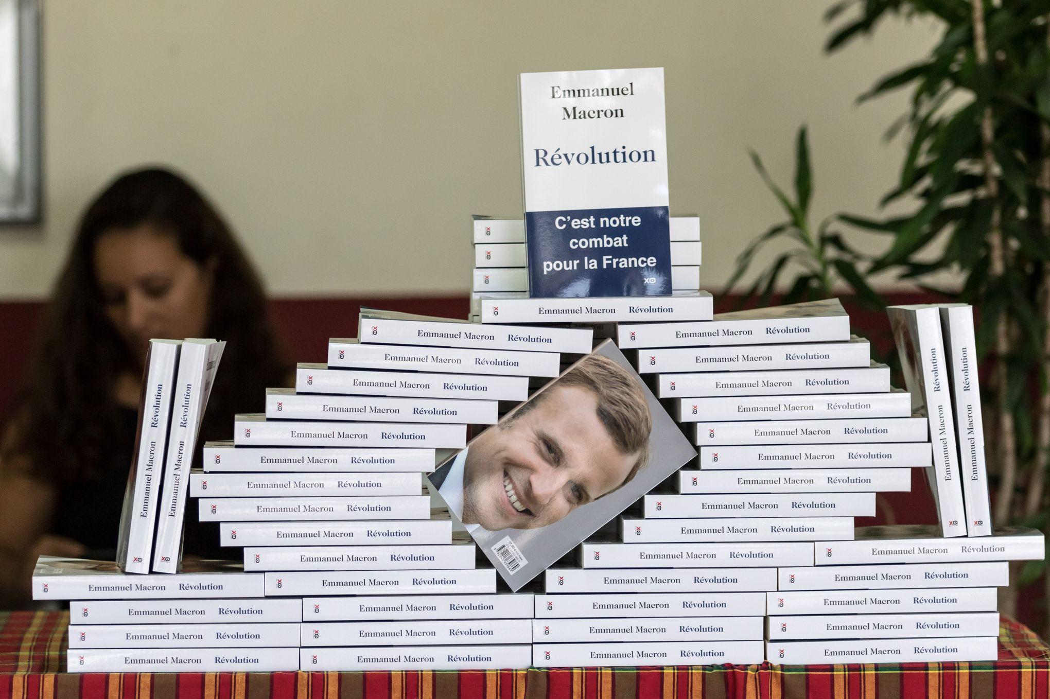 Revolution Le Livre Programme D Emmanuel Macron Sort En Poche