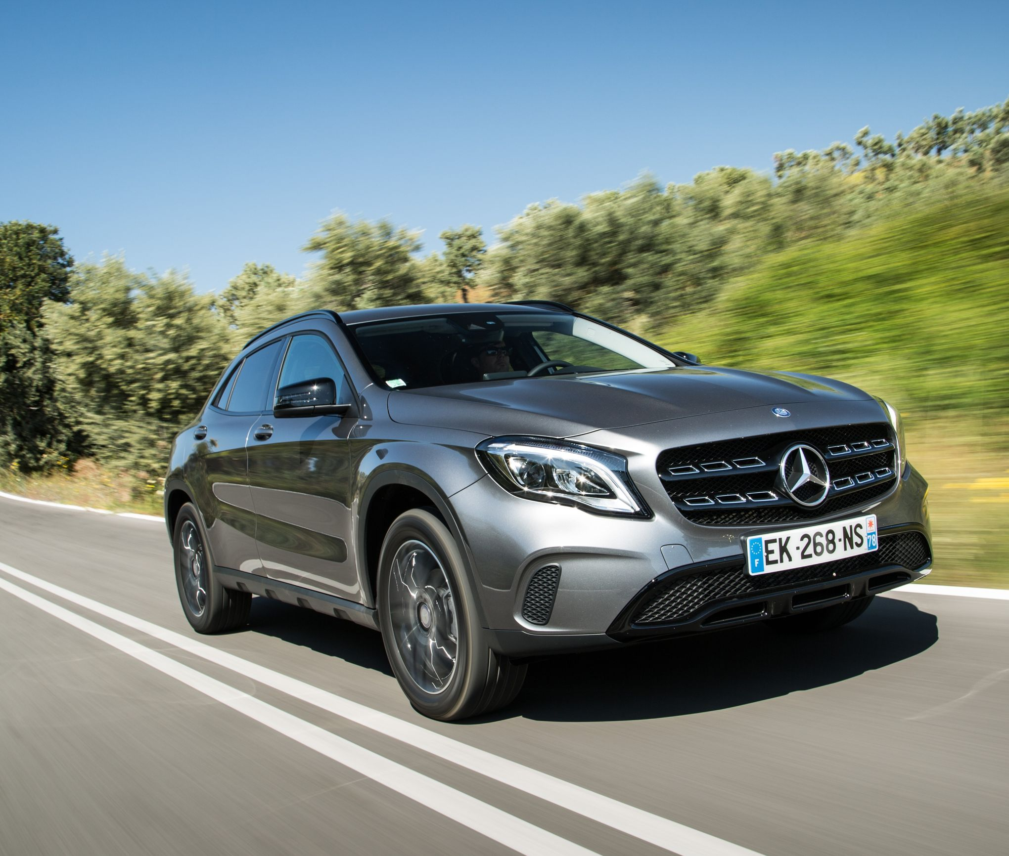 le mercedes gla en mode suv. Black Bedroom Furniture Sets. Home Design Ideas