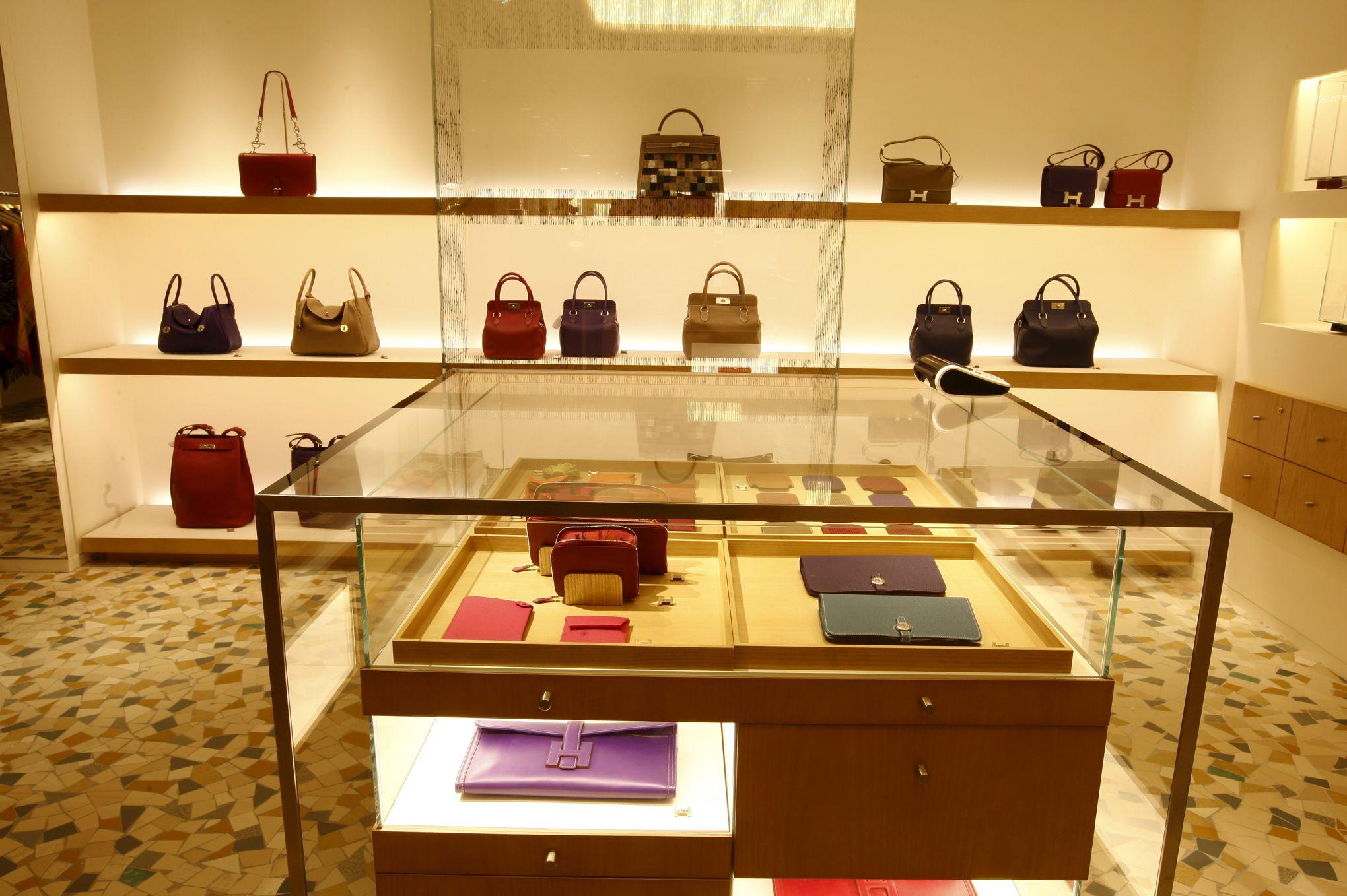 Hermès De Inaugure France En Sites Deux Nouveaux Production OP80wnk