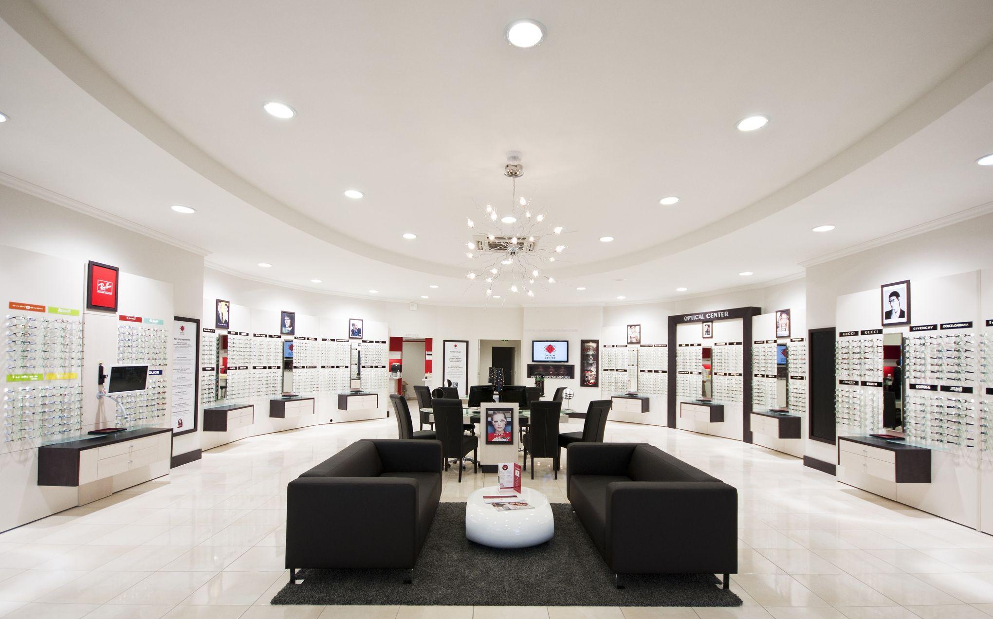 optical center gagne du terrain en france. Black Bedroom Furniture Sets. Home Design Ideas