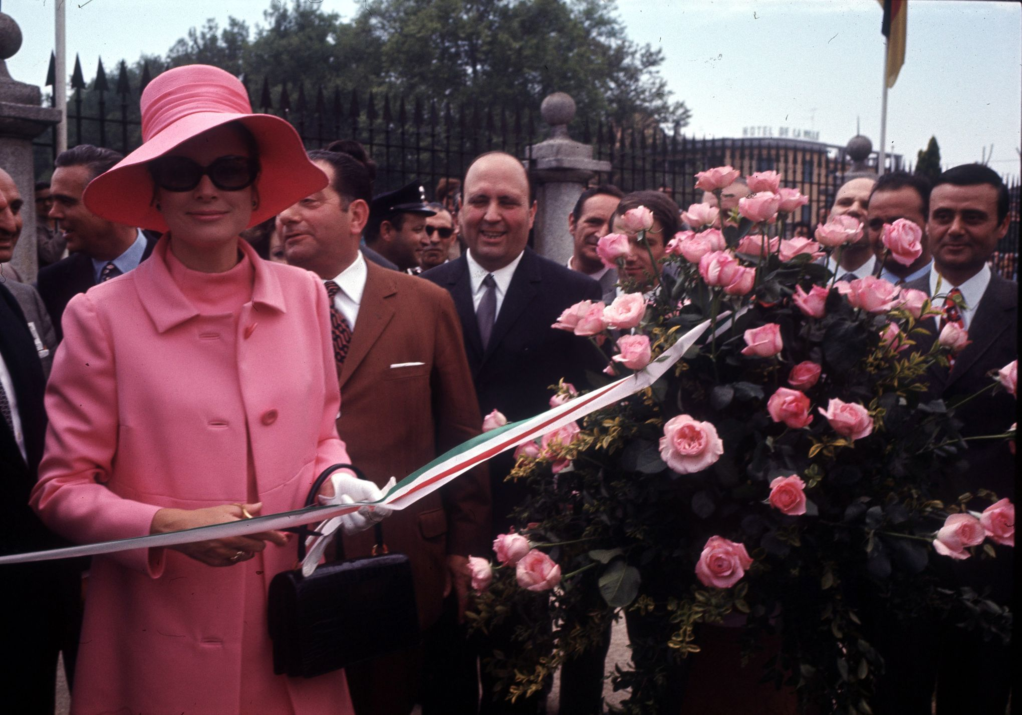 28c43d684e Grace de Monaco : une artiste reconnue pour ses créations florales