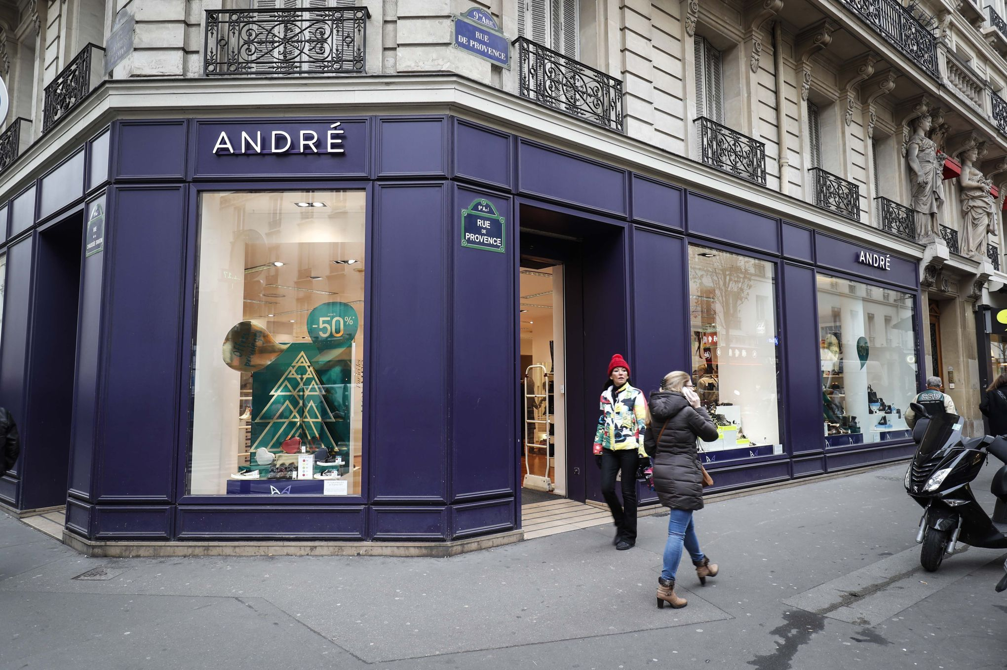 a6099bbe6f Spartoo rachète les chaussures André